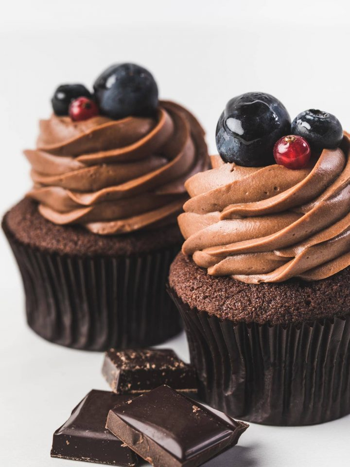 Chocolate buttercream frosting cupcakes 1